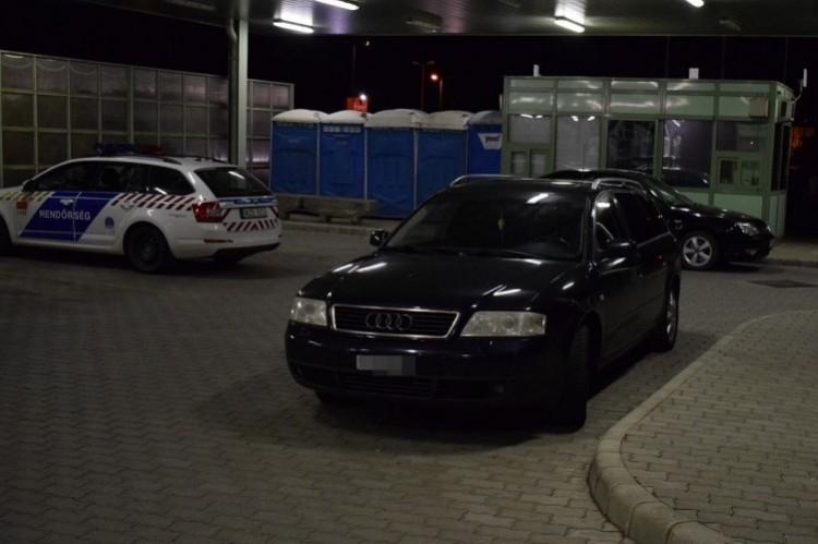 Lopott személygépkocsival bukott le a határon